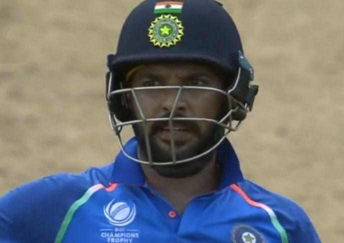 वेस्टइंडीज के खिलाफ वनडे में चैंपियंस ट्रॉफी की जर्सी पहनकर आ गए युवराज सिंह, यूजर्स ने ऐसे लिए मजे