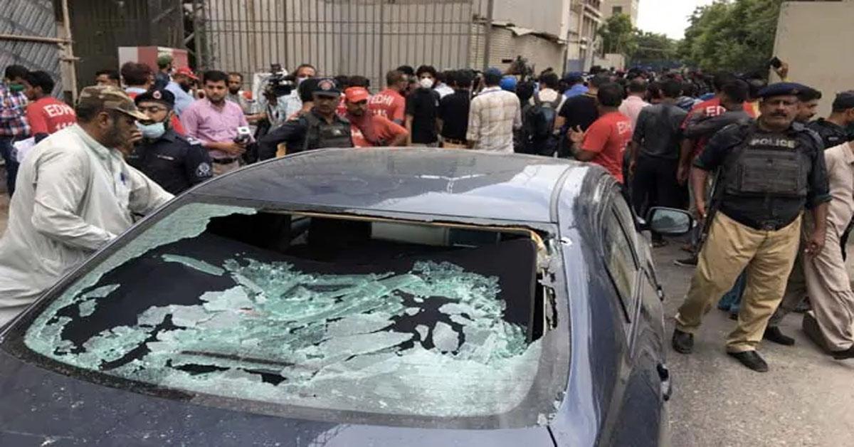 कराची स्टॉक एक्सचेंज पर आतंकी हमला, 4 हमलावरों को मार गिराया गया