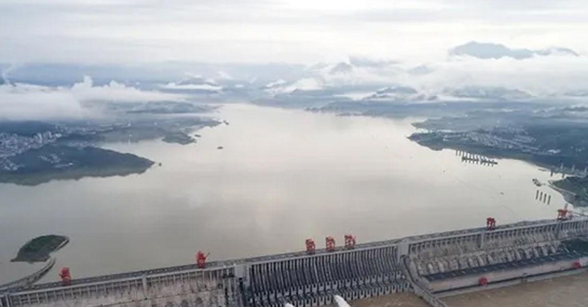 तिब्बत में ब्रह्मपुत्र नदी पर बांध बनाने की चीन की योजना पर पिघलते ग्लेशियर से खतरा : खबर