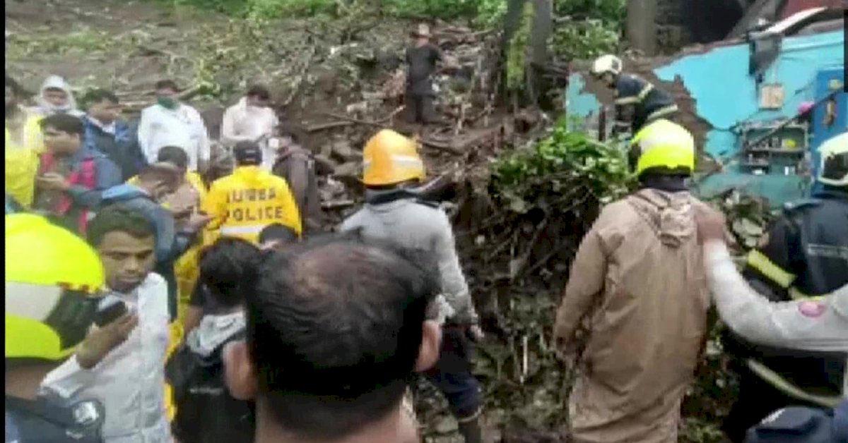 मुंबई में भारी बारिश के बीच मिट्टी धंसने से 20 की मौत, कई लोगों के दबे होने की आशंका