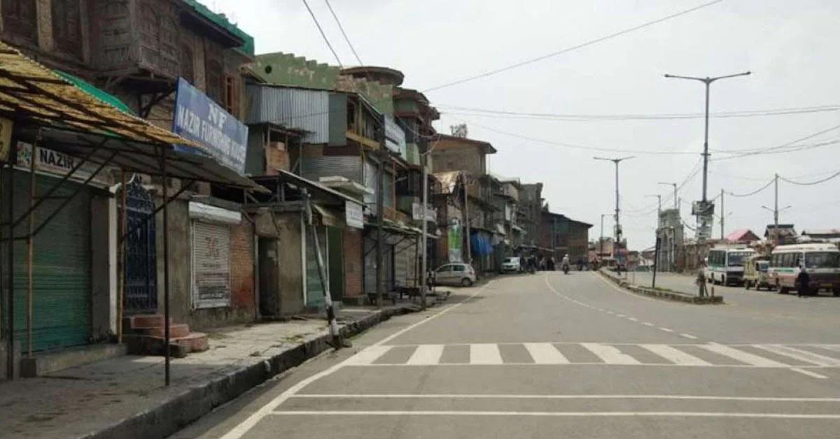 लखनऊ-गोरखपुर समेत 4 जिलों को छोड़कर बाकी UP में हटा कोरोना कर्फ्यू