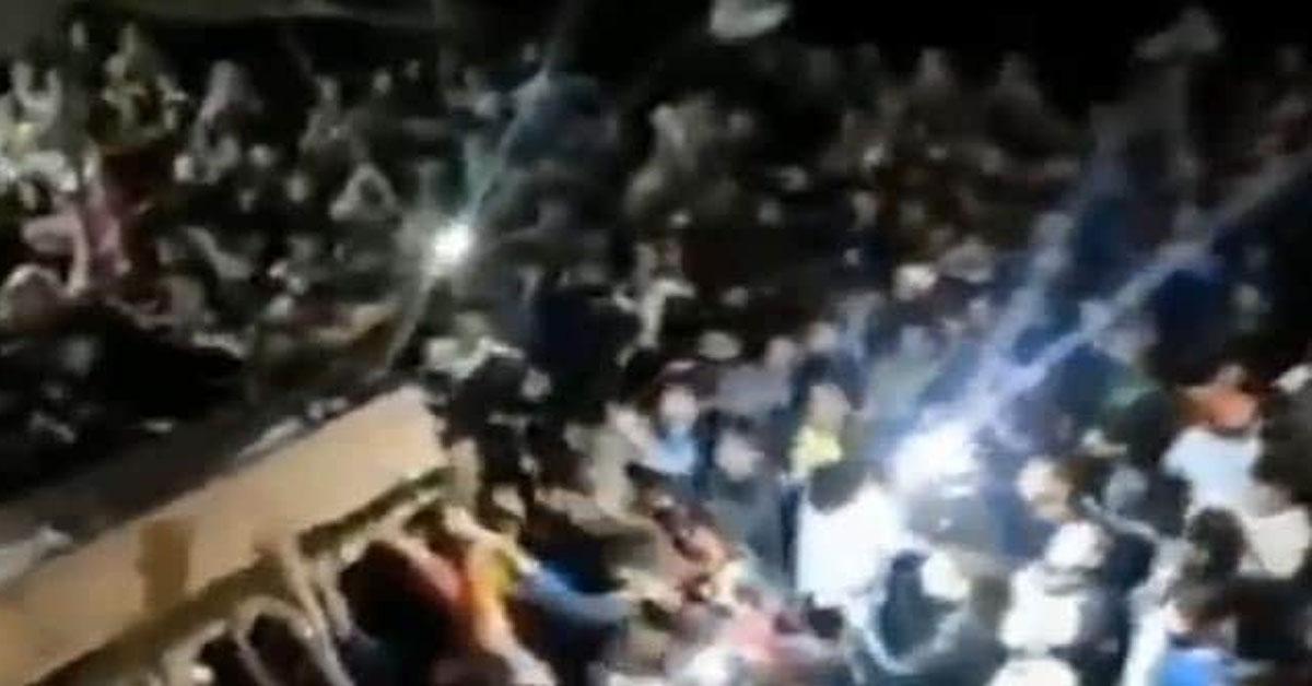जम्मू-कश्मीर: आतंकी की गोली से शहीद हुए पुलिस अधिकारी के जनाजे में उमड़ी हजारों की भीड़
