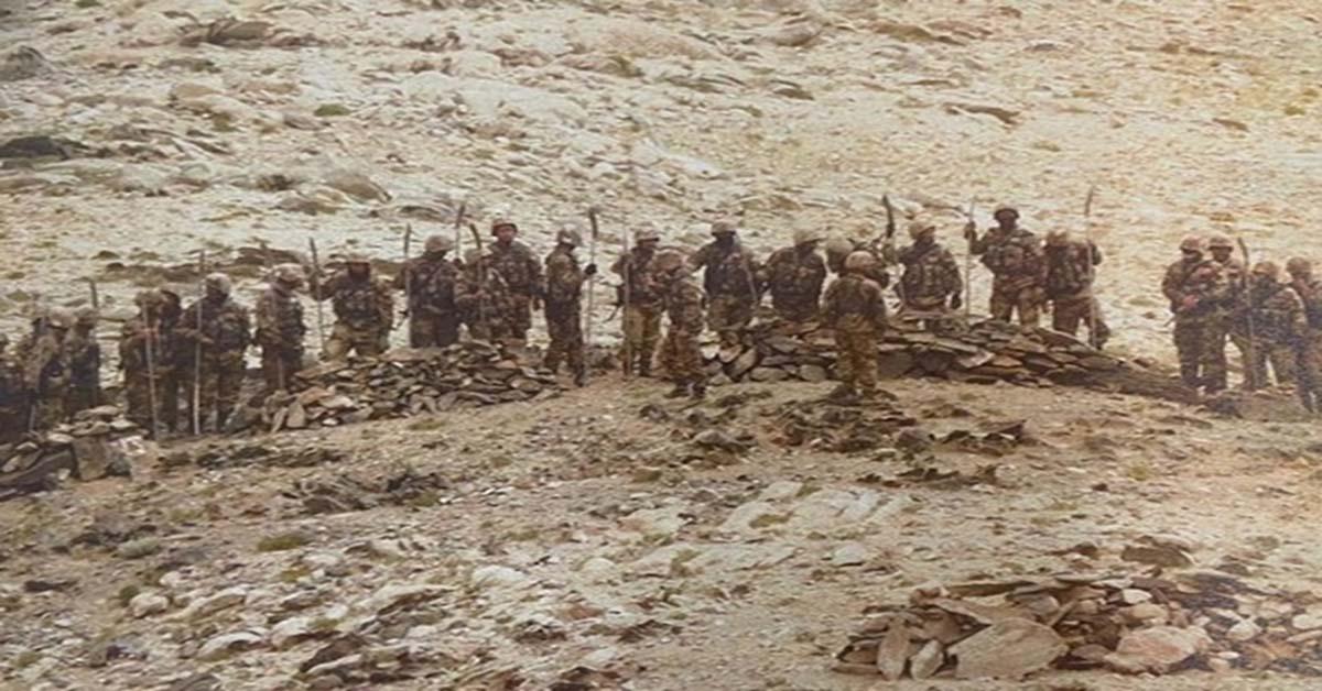 भारतीय पोस्टआ के नजदीक हथियारों से लैस चीनी सैनिकों के Exclusive Photos आए सामने