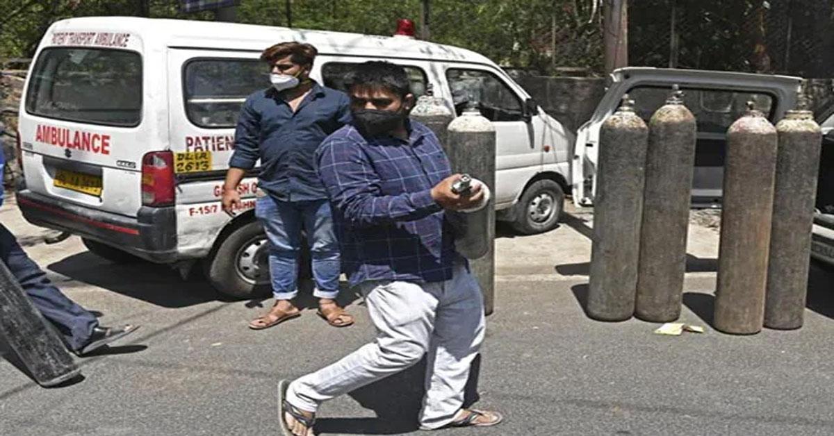 ऑक्सीजन संकट : दिल्ली ने रक्षामंत्री को चिट्ठी लिख मांगी है सेना से मदद, हाईकोर्ट ने केंद्र से रिस्पॉन्स मांगा