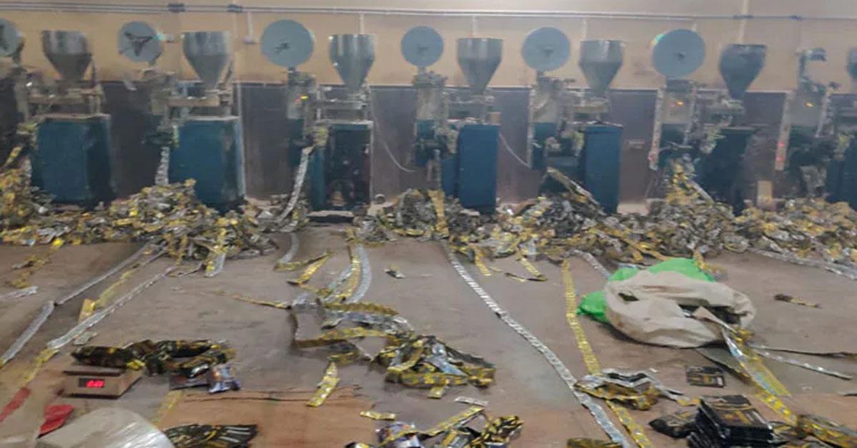 दिल्ली : अवैध गुटखा फैक्ट्री में जीएसटी  विभाग का छापा, पकड़ी गई 831 करोड़ की टैक्स चोरी