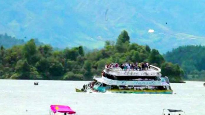 कोलंबिया : पानी में डूबा 4 मंजिला टूरिस्ट जहाज, 9 लोगों की मौत 28 घायल