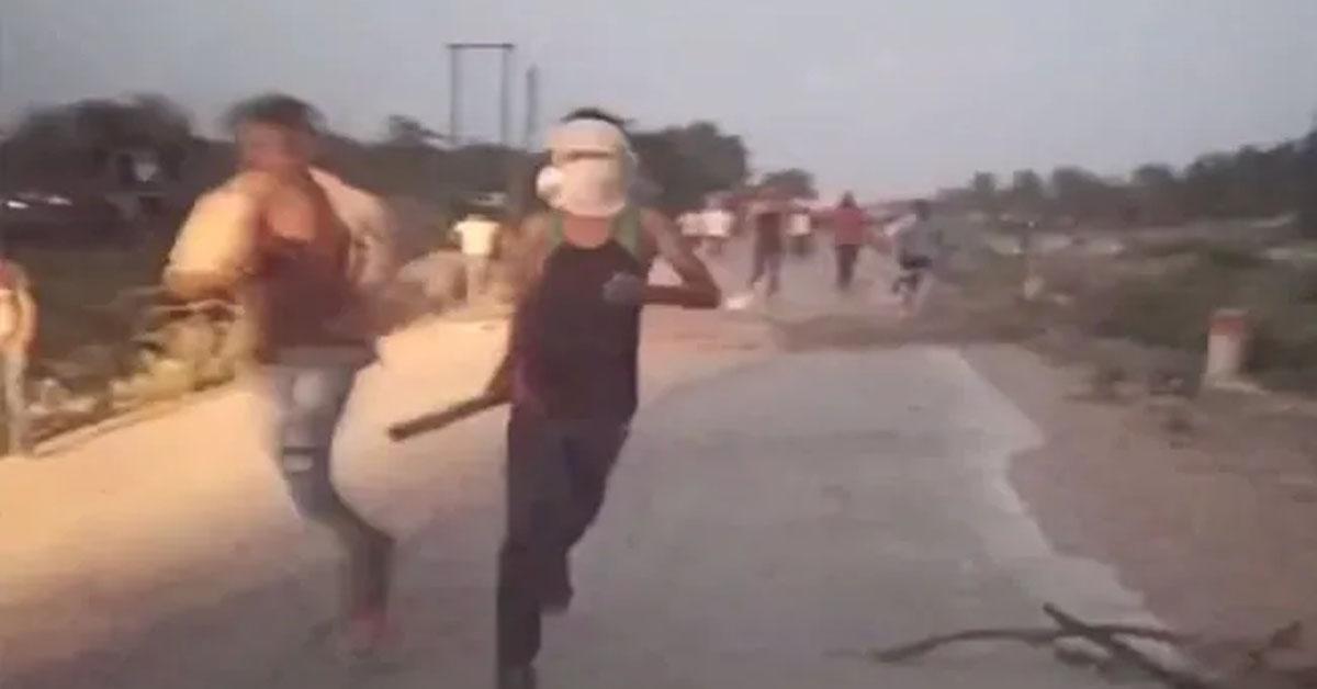मुरैना : रेत माफियाओं के गुर्गों ने वनकर्मियों पर की फायरिंग, छीन ले गए जब्त किया ट्रैक्टर-ट्रॉली