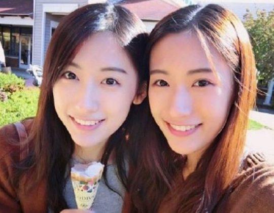 एक ही रात में सोशल मीडिया पर फेमस हुईं ये जुड़वा बहनें, वजह जानकर आप भी चौंक जायेंगे