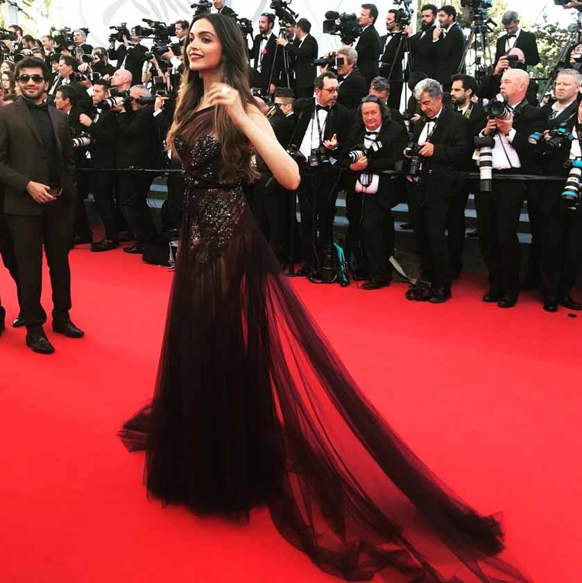 Cannes 2017 में छाया दीपिका पादुकोण का जलवा, देखें तस्वीरें