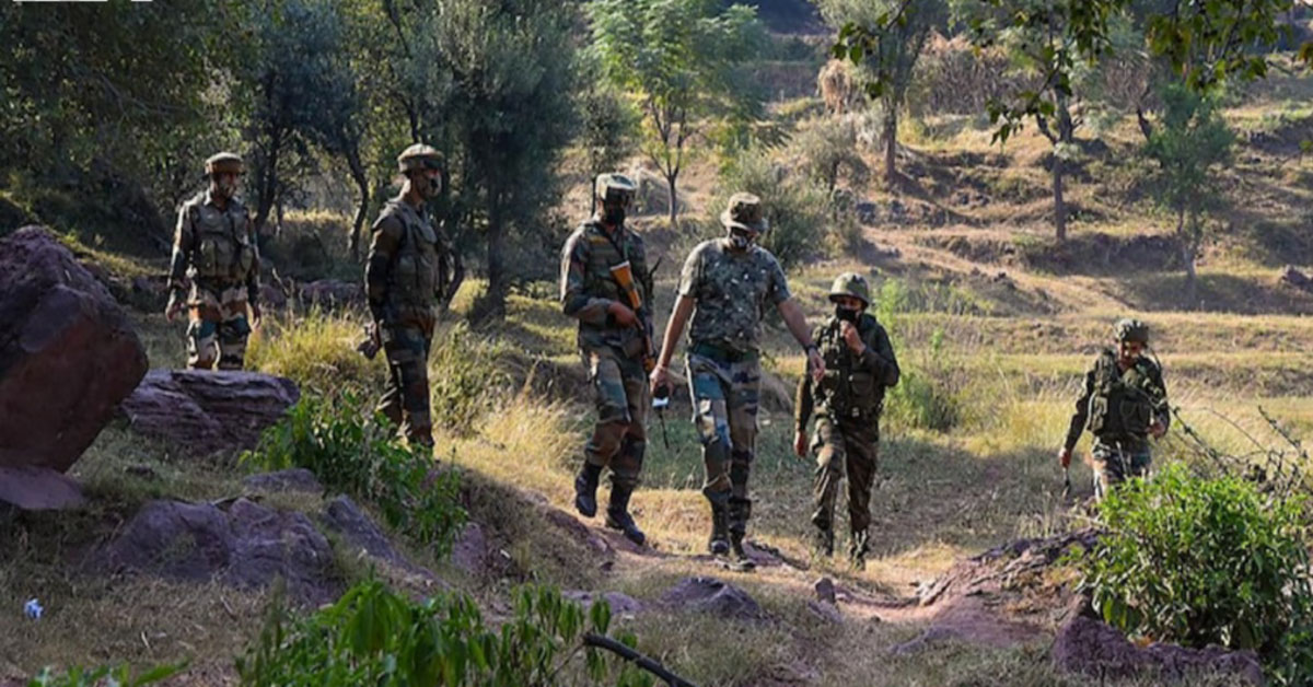 जम्मू-कश्मीर: आतंकियों के एक बड़े ग्रुप ने की उरी में घुसपैठ की कोशिश, सेना का ऑपरेशन जारी