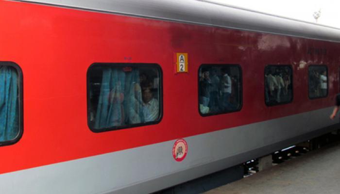 खुशखबरी: मुंबई से दिल्ली के बीच की दूरी होगी कम, चलेगी नई हाईस्पीड राजधानी एक्सप्रेस