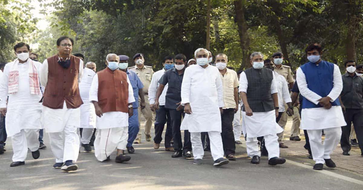 एनडीए का नेता चुनने के लिए कल होगी बैठक, राजनाथ सिंह भी रह सकते हैं मौजूद : सूत्र