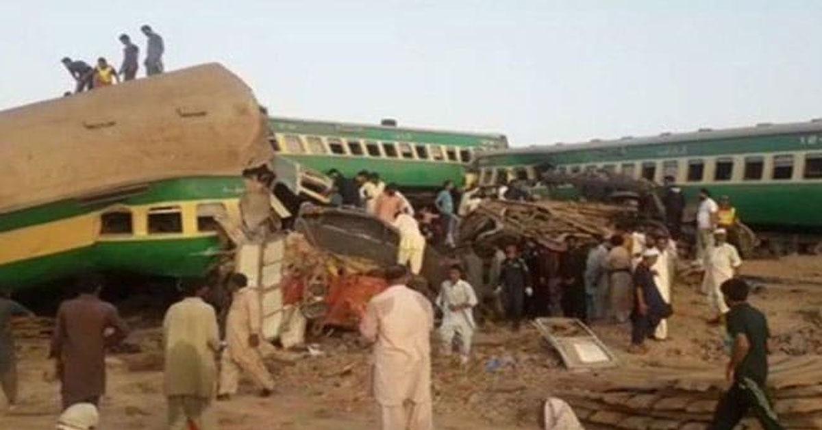 पाकिस्तान ट्रेन दुर्घटना: सिंध प्रात में पटरी से उतरकर दूसरी ट्रेन से टकराई मिल्लत एक्सप्रेस, 30 की मौत
