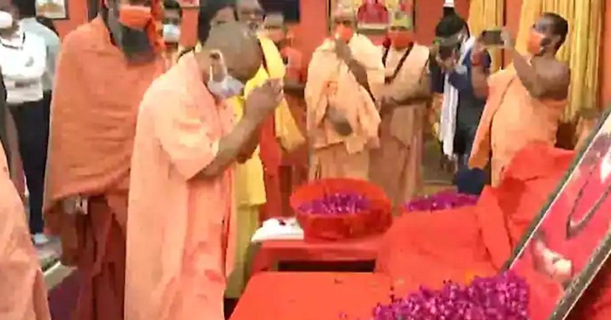 CM योगी ने किए महंत नरेंद्र गिरि के अंतिम दर्शन, बोले- दोषी को बख्शा नहीं जाएगा