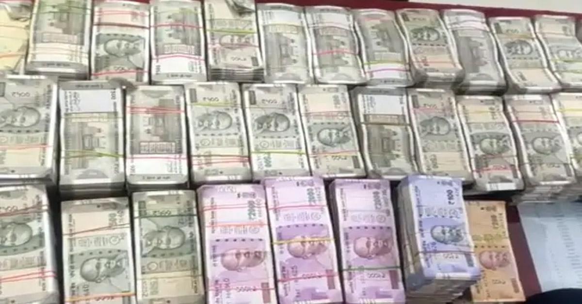 हैदराबाद : रियल इस्टेट कारोबारियों पर IT की छापेमारी में 700 करोड़ रुपए की टैक्स चोरी का पता चला
