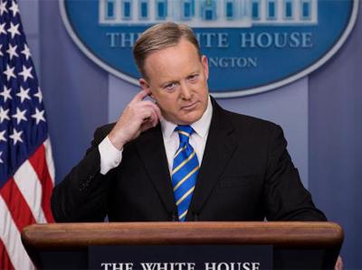 व्हाइट हाउस प्रेस सचिव पद से सीन स्पाइसर ने दिया इस्तीफा