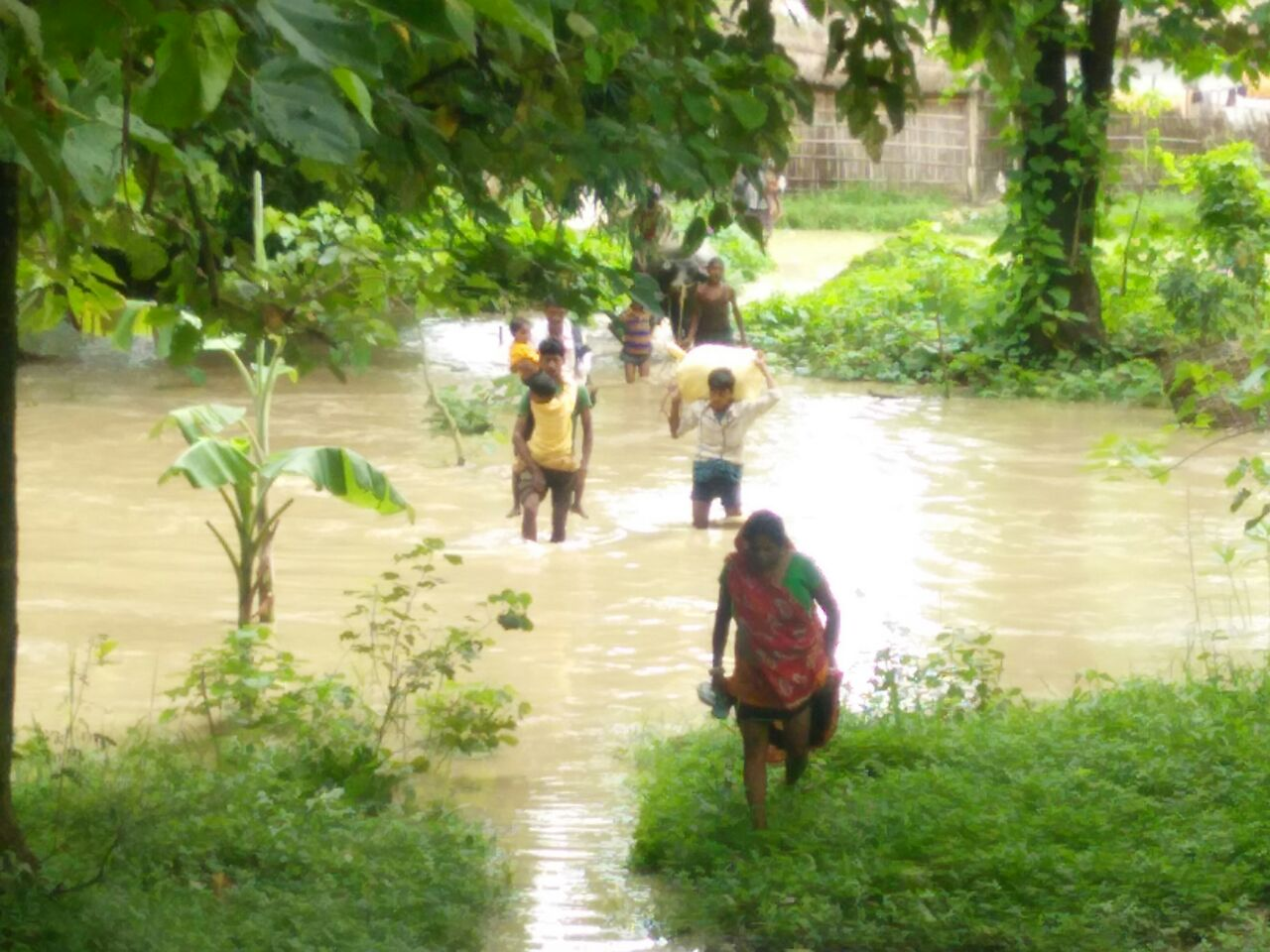 बिहार : उद्घाटन से पहले ही टूटा भागलपुर का नवनिर्मित बांध, दिखा बाढ़ सा नजारा